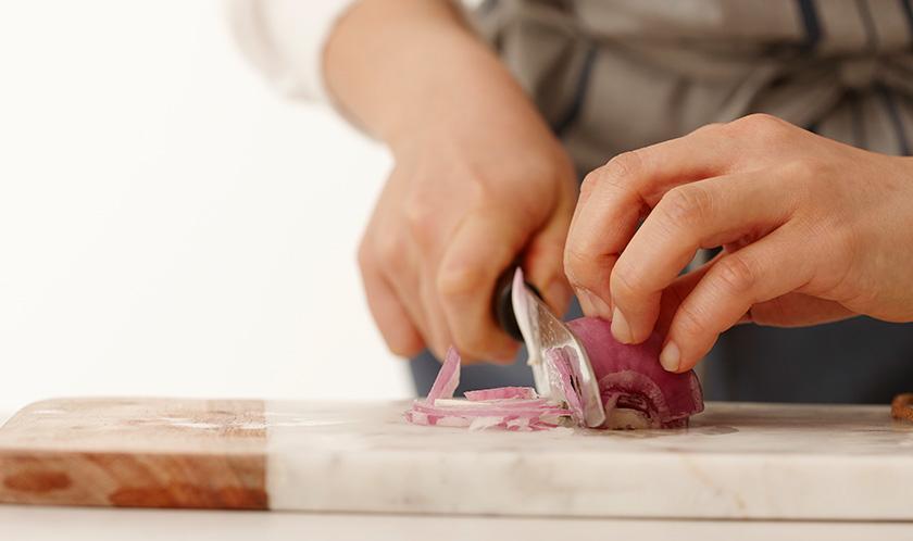 양파는 얇게 슬라이스한다.