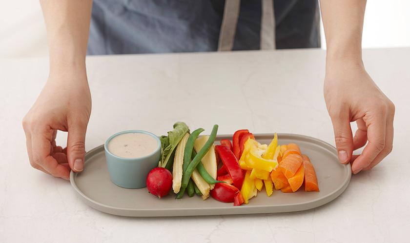 채소를 접시에 담고 3을 곁들여낸다.