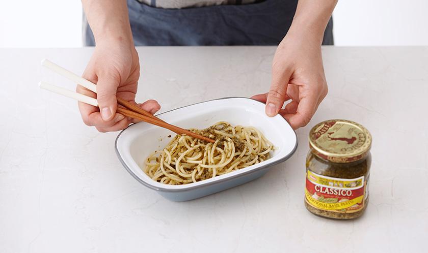 스파게티에 분량의 양념 재료를 넣어 버무린다.