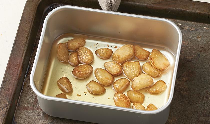 소스 :<br>마늘은 식용유에 잠길 정도로 담아 160℃ 오븐에서 15분간 완전히 익힌다.<br><br>