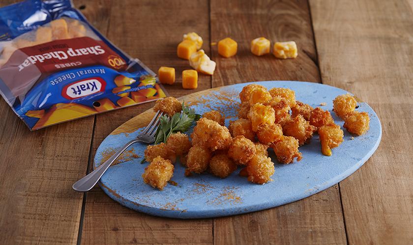 크래프트 비장의 무기 큐브튀김입니다. 치즈스틱만드실 때 동일한 레시피로 큐브를 튀겨보세요. 넣자마자 퍼지는 치즈의 향연을 그대로 느낄 수 있습니다.